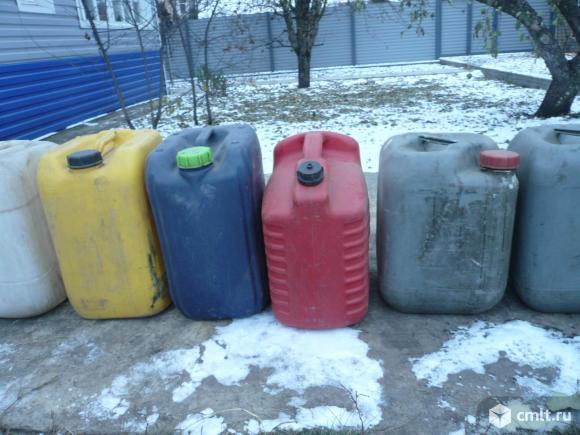 Канистры пластиковые. Фото 5.