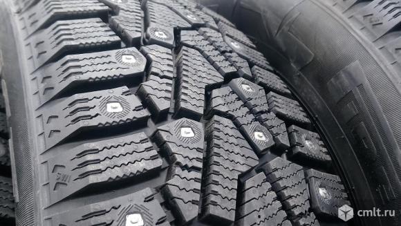 Комплект зимних шин Pirelli ise zero 215\65\17. Фото 1.