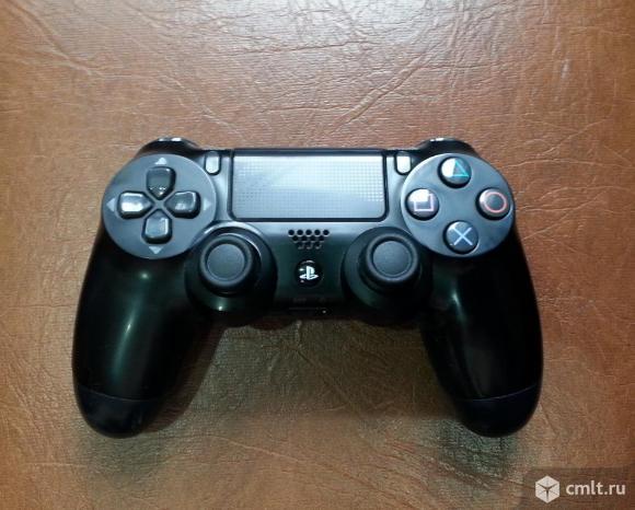 Игровой аксессуар PlayStation DUALSHOCK 4 v2. Фото 1.