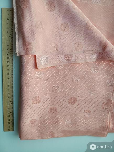 Ткань новая  и парча. Фото 1.
