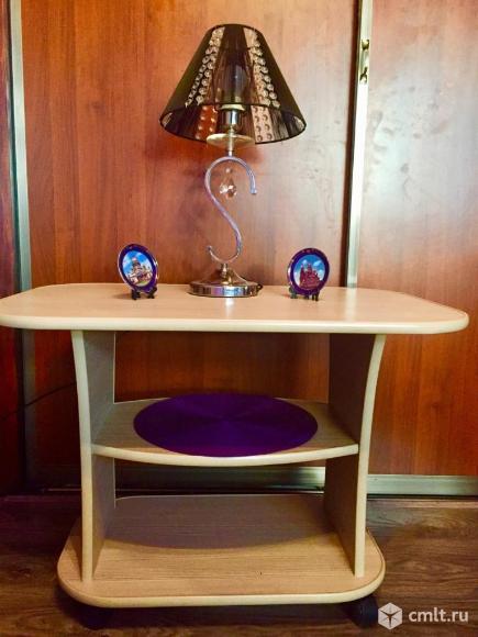 Столик для гостиной или прихожей