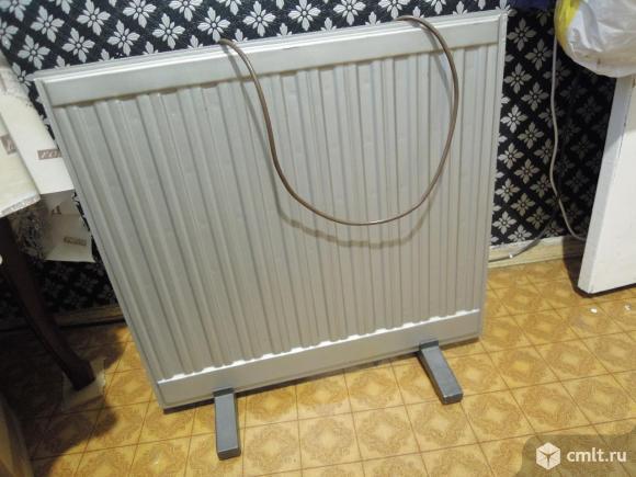 Обогреватель масляный. Мощный, быстро нагревает комнату 20 м. В отличном состоянии. На колёсах. Фото 1.