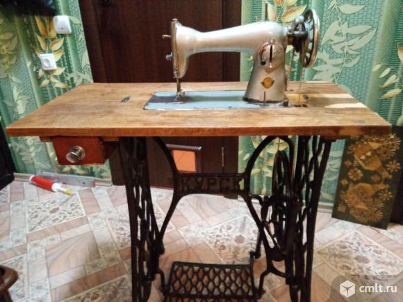 Швейная машинка с чугунной станиной. Фото 1.