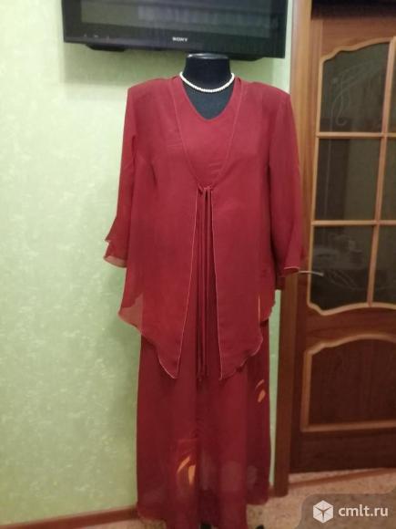 Платье с шифоновой накидкой. Фото 1.