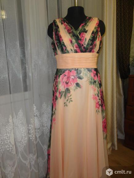 Шикарное платье в пол. Фото 1.