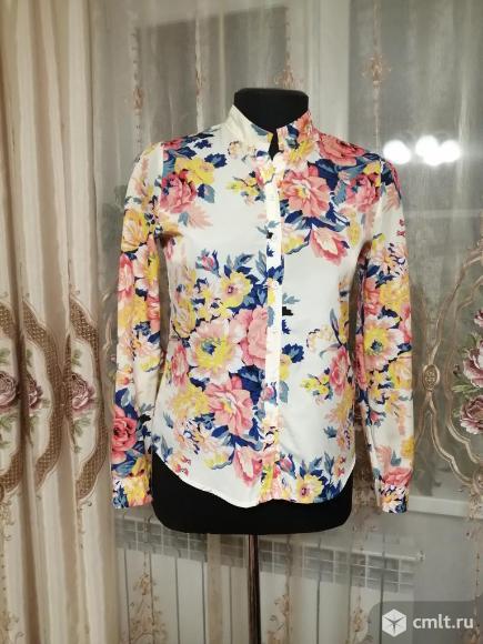Блузка с цветочным принтом. Фото 1.