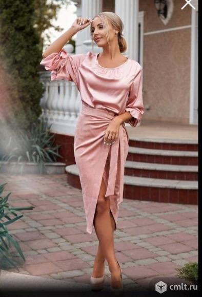 Платья и костюм размера 42,44. Фото 1.