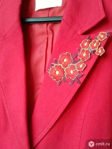 Пиджак женский красный. Фото 1.