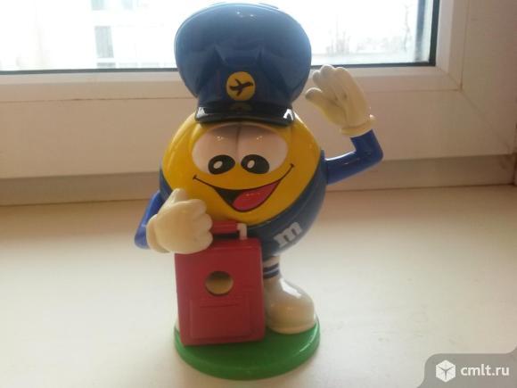 Игрушка дозатор для конфет M&M. Фото 1.