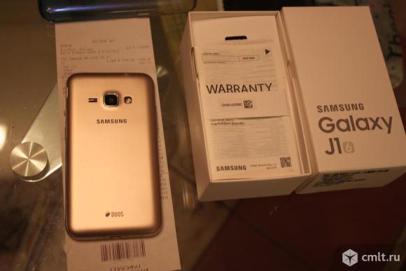 Смартфон Samsung Samsung Galaxy J1. Фото 1.