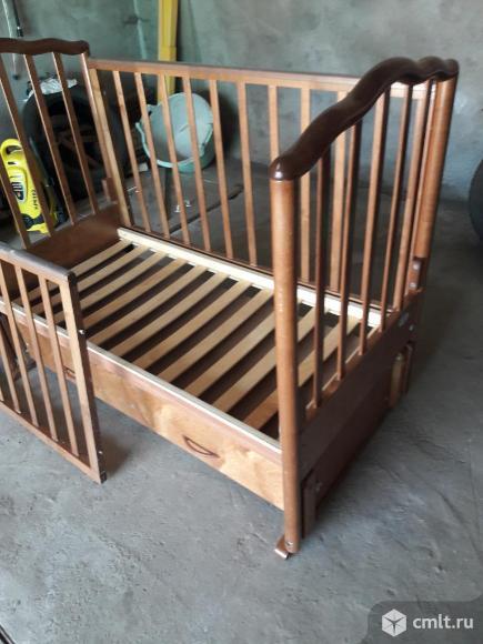 Детская деревянная кровать. Фото 1.