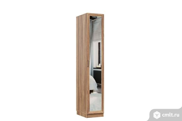 Распашной шкаф. Фото 1.