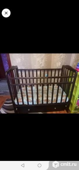 Детская кровать с маятником и ящиком.. Фото 1.