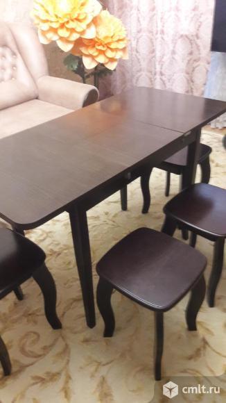 Стол и 4 табуретки. Фото 2.