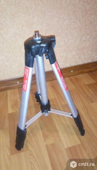 Штатив для лазерного нивелира. Фото 1.
