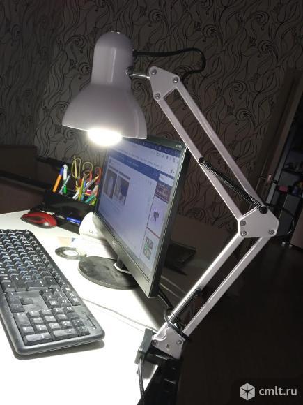 Лампа настольная светильник. Фото 1.