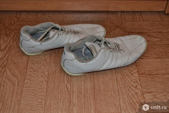 Кроссовки кожаные, белые в рабочем состояниии. Фото 1.