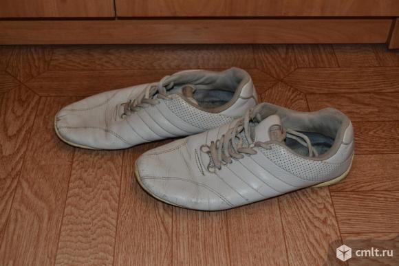 Кроссовки кожаные, белые в рабочем состояниии. Фото 2.