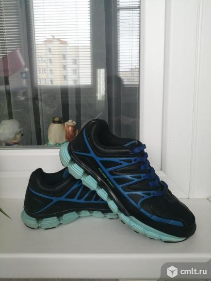 Спортивные кроссовки. Фото 1.