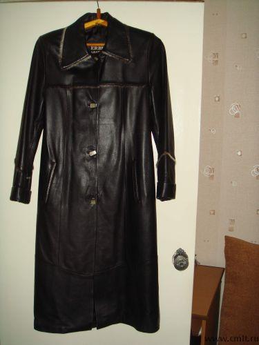 Продаю кожанный  женский плащ черный