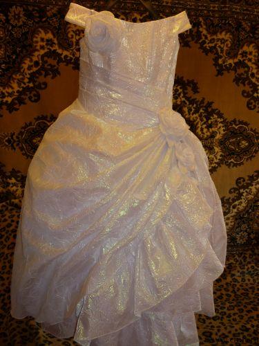 Платье нарядное продаю