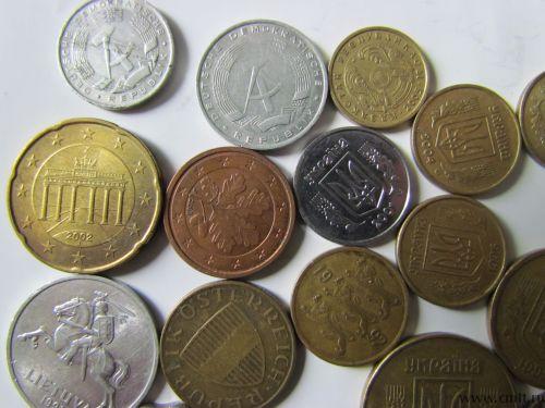 Иностранные монеты. Фото 7.