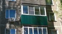 Балконы и лоджии аккуратно алюминиевыми рамами застеклим. Вынос рам, крыши. внутренняя и внешняя отделка. Вагонка, платик, металлопрофиль снаружи.