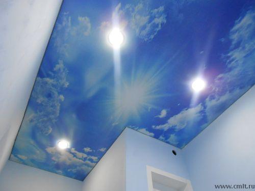 Фотопечать на глянцевом натяжном потолке в ванной комнате. Небо.