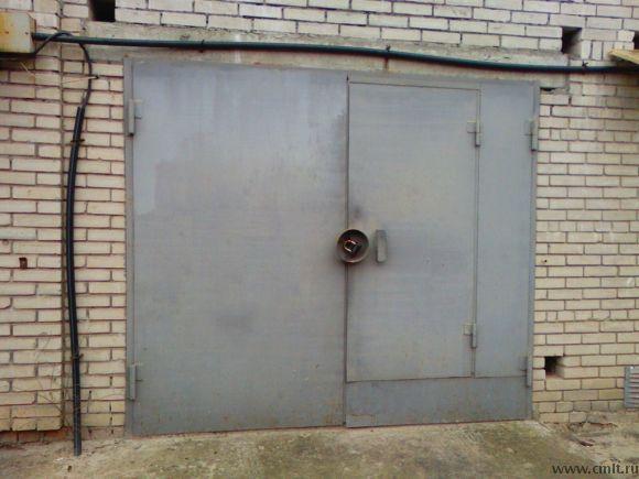 """продам капитальный гараж в кооперативе """"РОБОТ"""" расположен за БСМП проспект Патриотов,39-б есть свет,отдельное помещение под овощехранилище или иные цели рядом охрана,удобный въезд, находится в начал"""
