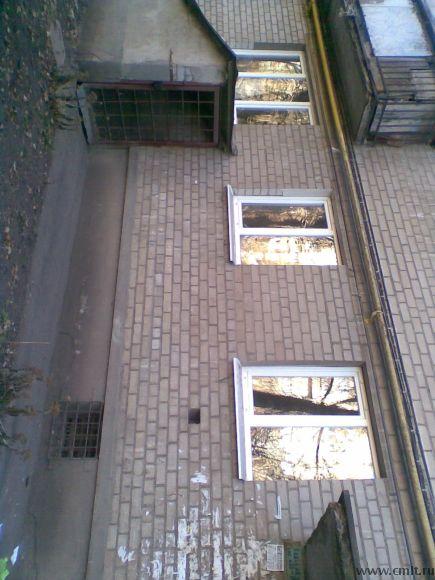 Три окна во двор