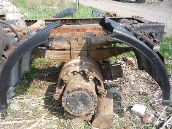 Для МАЗ-54323 задний мост, рама, седло высокое. Фото 1.