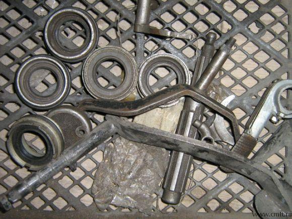 Ножка(рычаг)переключения передач,вал коробки передач(КПП),гайка заднего моста на мотоцикл Урал.