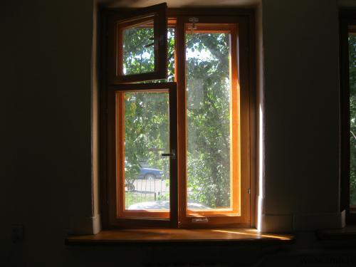 Окна и двери из массива сосны. Фото 1.